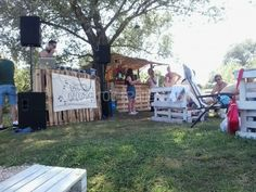 Outdoor pallet party