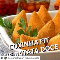 #Repost @personaltrainer_mauriciorossi with @repostapp  #Repost @realfitbr with @repostapp.  Ingredientes 1 batata doce média cozida e amassada  de peito de frango cozido e desfiado 1 tomate sem pele e sem sementes picado 2 dentes de alho  cebola picada 1 colher (sopa) de requeijão light 2 colheres (sopa) de farinha de linhaça Uma colher (sopa) de azeite Sal pimenta e ervas de sua preferência a gosto Modo de preparo Preaqueça o forno a 200C. Em uma panela doure a o alho e a cebola com o…