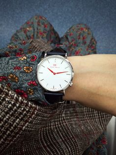 Classic and minimalist style WellyMerck watch.