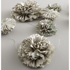 Kids' Holiday Decor: Metallic Flower Blossoms Garland in All Holiday Décor