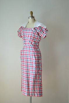 A delightfully lovely red, white and blue Sailor Collar Dress. This reminds me of my grandma! Day Dresses, Cute Dresses, Beautiful Dresses, Wedding Dresses, 1940s Outfits, Vintage Outfits, Vintage Wardrobe, Look Vintage, Vintage Wear