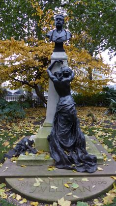 Victoria Embankment - monument (Dec 2013) - Photo taken by BradJill