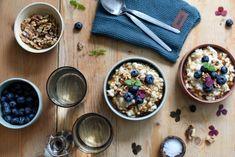 Byggrynsgrøt med ristede valnøtter og lønnesirup Cereal, Breakfast, Food, Morning Coffee, Meals, Yemek, Corn Flakes, Eten, Breakfast Cereal