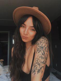 Tattoo style tattoo old school tattoo arm tattoo tattoo tattoos tattoo antebrazo arm sleeve tattoo Tattoos For Women Half Sleeve, Forearm Sleeve Tattoos, Shoulder Tattoos For Women, Flower Tattoos On Shoulder, Shoulder Sleeve Tattoos, Flower Tattoo Arm, Women Sleeve, Upper Shoulder Tattoos, Tattoos On Women