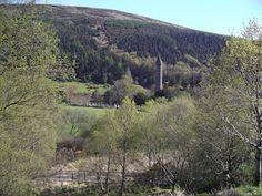Paisaje y torre de Glendalough