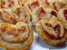 PALMERITAS SALADAS CON JAMON Y QUESO eljamondeseron.com Snack Recipes, Healthy Recipes, Snacks Ideas, Palmiers, Hors D'oeuvres, Empanadas, International Recipes, Baked Potato, Kids Meals