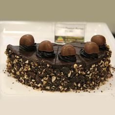 How can you resist such deliciousness? Quickly come down to Cake Lounge in #Pune! Order cakes on http://www.indiacakes.com/
