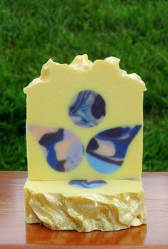 Double butter,6 oil with botanical extracts. Scented in a citrus blend called energy!