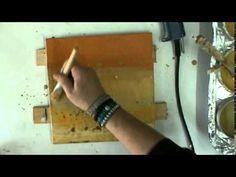 Sophie de l'Association Couleurs et C° montre comment transférer une image photocopiée sur un fond de peinture à l'encaustique. www.couleursetco.blogspot.fr