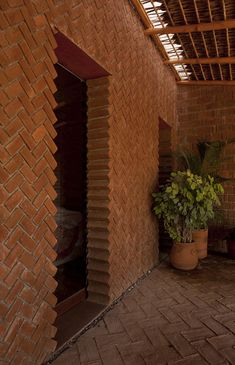 Image 8 of 30 from gallery of Casa Tabique / TAC Taller de Arquitectura Contextual. Photograph by Willem Schalkwijk Brick Cladding, Brick Facade, Brick Architecture, Architecture Details, Brick Wall Decor, Brick Detail, Brick Art, Brick Texture, Brick Design