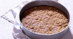 Semolina cake in syrup – Samali by the Greek chef Akis Petretzikis. An easy recipe for a traditional dessert with semolina, almonds and syrup! Protein Smoothie Recipes, Yogurt Smoothies, Greek Desserts, Greek Recipes, Rum And Lemonade, Lemonade Slushie, Easter Recipes, Dessert Recipes, Delicious Vegan Recipes