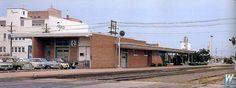 Walthers Model Railroading   Walthers - Modern Brick Santa Fe Station - Kit - 21-13/16 x 8 x 2-13/16 55.5 x 20.5 x 7cm - 933-4064