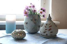Astern in der Vase – berlingarten Ikebana, Amaryllis, Vase, Home Decor, Decorating Ideas, Creative, Cut Flowers, Daffodils, Magnolias