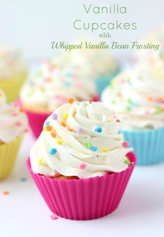 Vanilla Cupcakes with Whipped Vanilla Bean Frosting by Blahnik Baker are simple, classic and incredibly delicious treat. These vanilla cupcakes are so moist, Cupcake Recipes, Baking Recipes, Cupcake Cakes, Dessert Recipes, Köstliche Desserts, Delicious Desserts, Yummy Food, Vanilla Bean Frosting, Buttercream Frosting