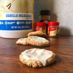 Sweeten your autumn with chewy, delicious Quest Nutrition Ginger Snap Cookies topped with glaze. Each cookie has 4.5g of protein. Recipe by @wanderlust.lacie. Cookie Ingredients: 90g Vitafiber syrup 52g Quest Nutrition Vanilla Milkshake Protein Powder…