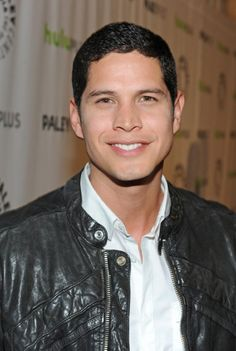 Revolution ... JD Pardo as Jason Neville ... cute smile <3