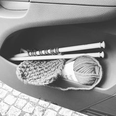 What do I have in my doors car? #balls and #needles of course!!! You? #knitagram #knittedbymachomen #knit #iloveknitting #strikk  #tricot #tricô #ravelry #rosarios4 #welovetoknit  #ig_knitter #malha #knitting  #denstrikkemannen #shareyourknit  #knitordie #knittersofinstagram #knittcafe #knittdesigner #detstrikkemannen #knitforlove #garn #malha #yarn  #shareyourknit  #knittersofinstagram  #vogueknitting #knittersininstagram #maleknitting #crochet #croche