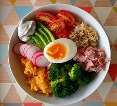 Une des recettes préférées des Bloggeuses : LE POWER BOWL. Venez découvrir la recette sur Fourchette & Santé :)