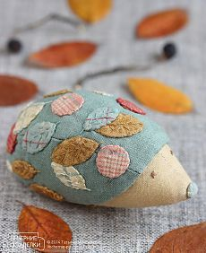 new Ideas embroidery christmas cushion Sewing Toys, Sewing Crafts, Sewing Projects, Felt Crafts, Fabric Crafts, Christmas Cushions, Fabric Animals, Creation Couture, Sewing Accessories
