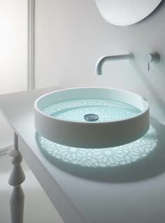 bathroom glass bottomed sink This futuristic sink you've never seen before. As usual sink design that takes form of sharing, ranging from basin bowl round, Lavabo Design, Sink Design, Bath Design, Washbasin Design, Glass Basin, Glass Vessel Sinks, Chic Bathrooms, Dream Bathrooms, Deco Design