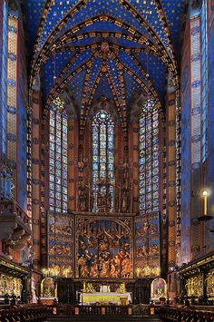 Stained Glass ~ The altarpiece of Veit Stoss in Basilica of the Virgin Mary's at the Grand Square, Krakow, Poland - Kościół Mariacki ołtarz Wita Stwosza Church Architecture, Amazing Architecture, Architecture Design, Beautiful Buildings, Beautiful Places, Poland Travel, Italy Travel, Krakow Poland, Church Interior