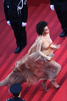 lenabeanss: this picture capture just how EVERYTHING Solange...
