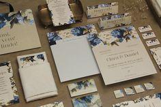 Casamento no campo: Clara + Daniel - Berries and Love Rose Wedding, Happily Ever After, Big Day, Wedding Invitations, Wedding Cards, Alcoholic Drinks, Wedding Planning, Wedding Inspiration, Design