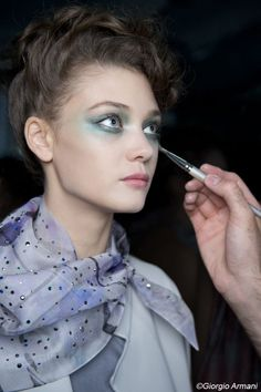 Linda #Cantello make-up artist magnifies the models of the #ParisFashionWeek.  Have a #look on the fashion show Giorgio #Armani in for steps. http://www.livecoiffure.com/en/posts/30092-make-up-fashion-week-paris-2#