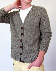 Ravelry: Antonia/Antonio pattern by Julie Weisenberger Nice and simple. Not simple to make, though..