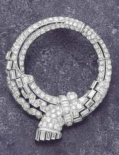 A Diamond Clip, circa 1930 Designed as a pierced ribbon bow decorated with circular and baguette-cut diamonds, mounted in platinum, diameter cm. With French assay marks Sparkly Jewelry, Gems Jewelry, Art Deco Jewelry, Gemstone Jewelry, Jewelery, Fine Jewelry, Art Deco Diamond, Vintage Diamond, Art Deco Fashion