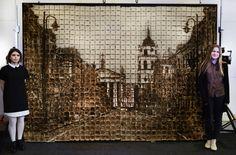 Девушки заморочились не по-детски и нарисовали Вильнюс на 1064 кусочках хлеба