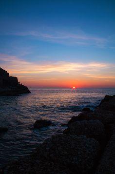 Un richiamo che non ha voce. (Photo Dario Massi)  #tramonto #mare #sunset #sundown #nature #sky #clouds #sabaudia #sea #sun #photography #photo #dariomassi
