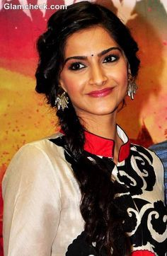 """Bollywood actress Sonam Kapoor and Tamil film actor Dhanush attended yet another press conference for their upcoming romance film """"Raanjhanaa"""" … Side Braid Hairstyles, Wedding Hairstyles, Rakul Preet Singh Saree, Different Hairstyles, Stylish Hair, Hair Dos, Beautiful Actresses, Indian Beauty, Bollywood Actress"""