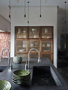 kitchen design idea, timber framed glass cabinets.  Maroc / Maison contemporaine /