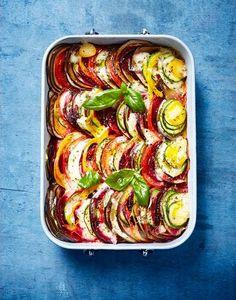 Tian aux légumes d'été et mozzarella Healthy Vegetable Recipes, Healthy Vegetables, Vegetarian Recipes, Chef Recipes, Cooking Recipes, Veggie World, Plats Healthy, Confort Food, Best Dinner Recipes