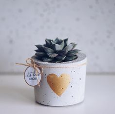25 Ideen Fotografie DIY Kommentar Source by Diy Concrete Planters, Concrete Crafts, Concrete Projects, Wall Planters, Succulent Planters, Succulents Garden, Cement Art, Diy Cadeau, Creation Deco