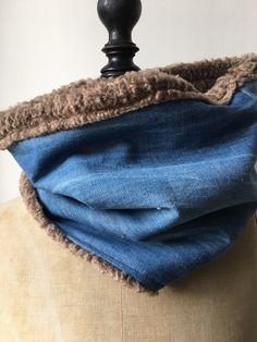 ff518a96cd56 Snood blue jean bleu et fausse fourrure marron idéal cache cou et col hiver