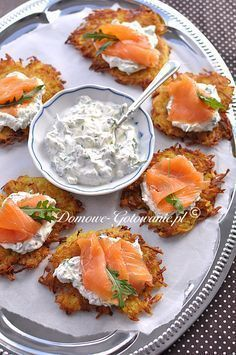 Knusprige Kartoffelpuffer mit Lachs Crunchy potato pancakes with salmon The post Crunchy potato pancakes with salmon appeared first on Appetizers. Pizza Recipes, Brunch Recipes, Appetizer Recipes, Diet Recipes, Chicken Recipes, Healthy Recipes, Delicious Recipes, Snacks Recipes, Shrimp Recipes