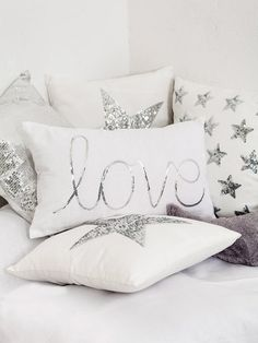 Home Sweet Home: These Are the Biggest Home Décor Trends of 2019 . Cute Pillows, Diy Pillows, Decorative Pillows, Throw Pillows, Designer Bed Sheets, Bed Scarf, Sequin Pillow, Pillow Room, Sewing Pillows