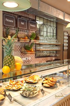 #breakfastbar #buffetideas #juicebar #smoothiebar #bistro #frenchbistro #foodpresentation Smoothie Bar, Sandwiches, French Bistro, Food Presentation, Buffet, Toast, Table Decorations, Breakfast, Studio