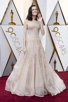 Con ella llegó el glamour a la alfombra roja. Allison Williams lleva un diseño de Armani Privé. OSCARS 2018