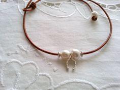 Gargantilla cuero plata y perlas de agua dulce por CaneladePlata.