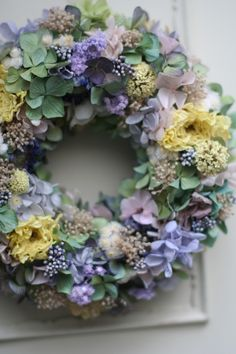 dried flower wreath Hydrangea Ranunculus Baby's breath