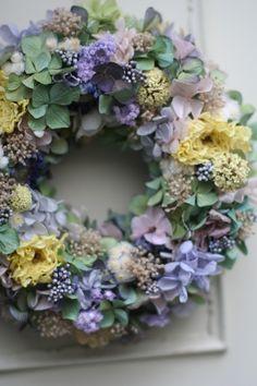 dried flower wreath Hydrangea Ranunculus Baby's breath