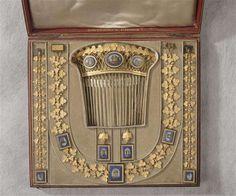 Parure en or et mosaïques de Marie-Louise (1810), par François-Regnault Nitot. Ancienne collection des Diamants de la Couronne.