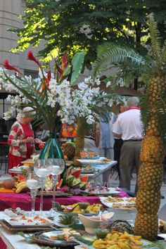 Hawaiian Luau Table Setting
