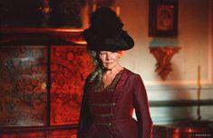 Judi Dench, Lady Catherine de Bourg - Pride & Prejudice (2005) #janeausten #FavoriteAustenMoment #DearMrKnightley