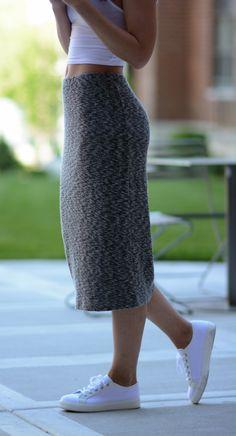 crop top + midis skirt + white sneakers.
