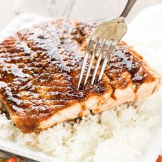 Looking to get more fish in your diet? This easy recipe for Maple Ginger Salmon will make a fish lover out of anyone! Looking to get more fish in your diet? This easy recipe for Maple Ginger Salmon will make a fish lover out of anyone! Maple Glazed Salmon, Ginger Salmon, Healthy Dessert Recipes, Easy Dinner Recipes, Sweet Recipes, Dinner Ideas, Healthy Menu, Salmon Recipes, Seafood Recipes