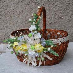 Flower Girl Halo, Indian Wedding Gifts, Wedding Gift Baskets, Wicker Picnic Basket, Sewing Baskets, Easter Celebration, Basket Decoration, Easter Baskets, House Plants